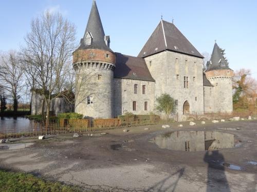castle of solre sur sambre,solre-sur-sambre,solre sur sambre,fortifier castle,erquelinne,castillo medieval de solre-sur-sambre,mittelalter schloss solre sur sambre,schlossen in hennegau wallonie belgien,amaury de merode,prince de merode,nathalie gillion crowet,aurèle de merode,medieval castle,belgium,arenberg,de croy,von croy,de wignacourt,carondelet,castillos medievales de belgica,castelli medievali del belgic,mittelalterliche burg